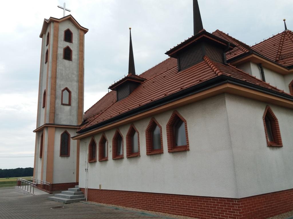 elewacja wieży i ścian kościoła