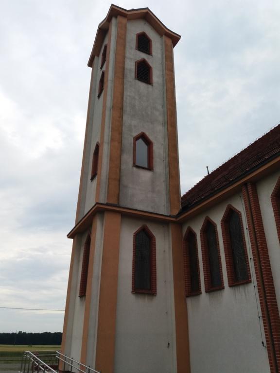 elewacja wież kościoła