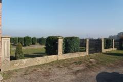 renowacja płotu cmentarza