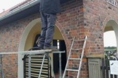montaż rynien na kaplicy pogrzebowej